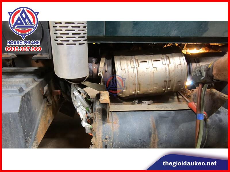 cắt khí thải xe đầu kéo mỹ