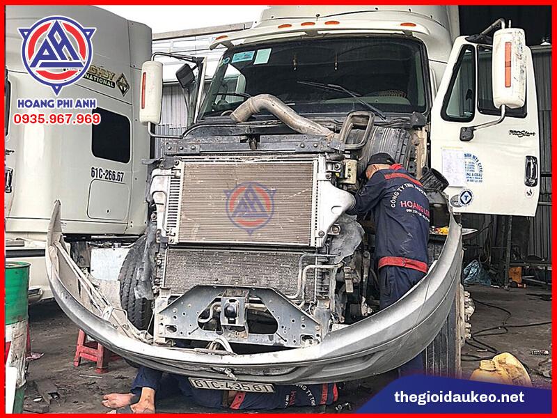 sửa chữa xe đầu kéo Mỹ